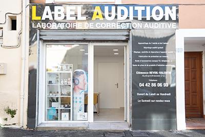Facade-Label-Audition-Istres-audioprothésiste-indépendant-Maître-Audio-aides-auditives-sur-mesure-test-auditif-en-ligne-surdité-appareils-auditifs-rechargeables-