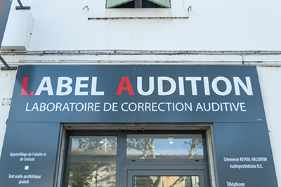 Facade-Label-Audition-Saint-martin-de-crau-audioprothésiste-indépendant-Maître-Audio-aides-auditives-sur-mesure-test-auditif-en-ligne-surdité-appareils-auditifs-rechargeables-