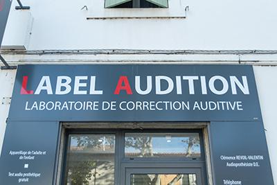 Facade-Label-Audition-Saint-martin-de-crau-audioprothésiste-indépendant-Maître-Audio-aides-auditives-sur-mesure-test-auditif-en-ligne-surdité-appareils-auditifs-rechargeables-